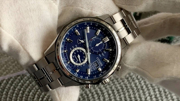 Video recenzja: Citizen Eco-Drive World Time Radio Controlled Super Titanium