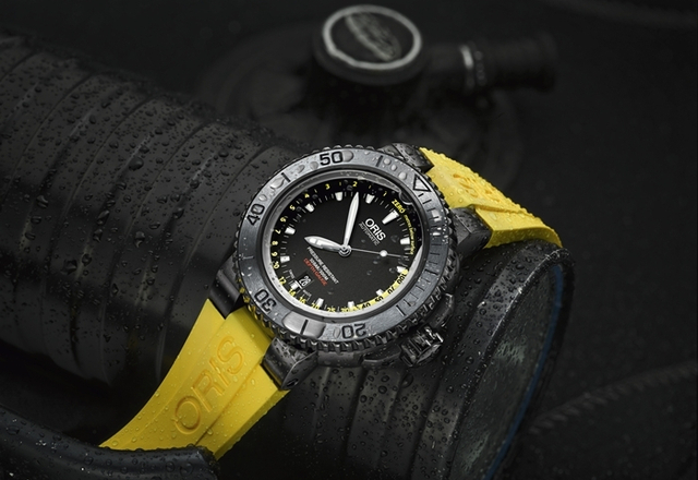 ORIS Aquis Depth Gauge Black DLC - Back in the Deep